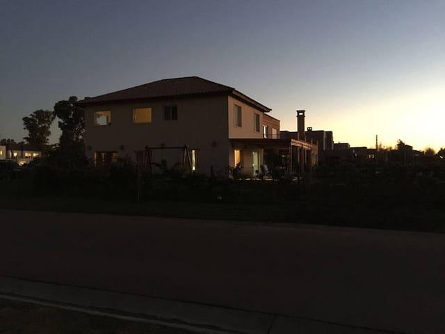 Casa En pilar barrio cerrado con pileta