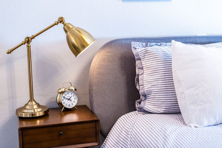Mid-century inspired, fully renovated king room 30 seconds from the water!