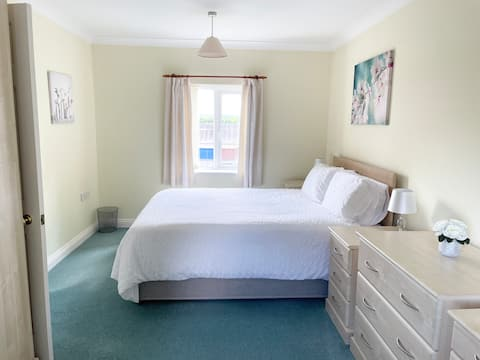Dorchester Modern 3 Bedroom House 15 Mins to Beach