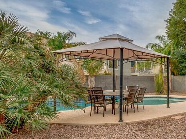 Spacious home in Surprise with private pool