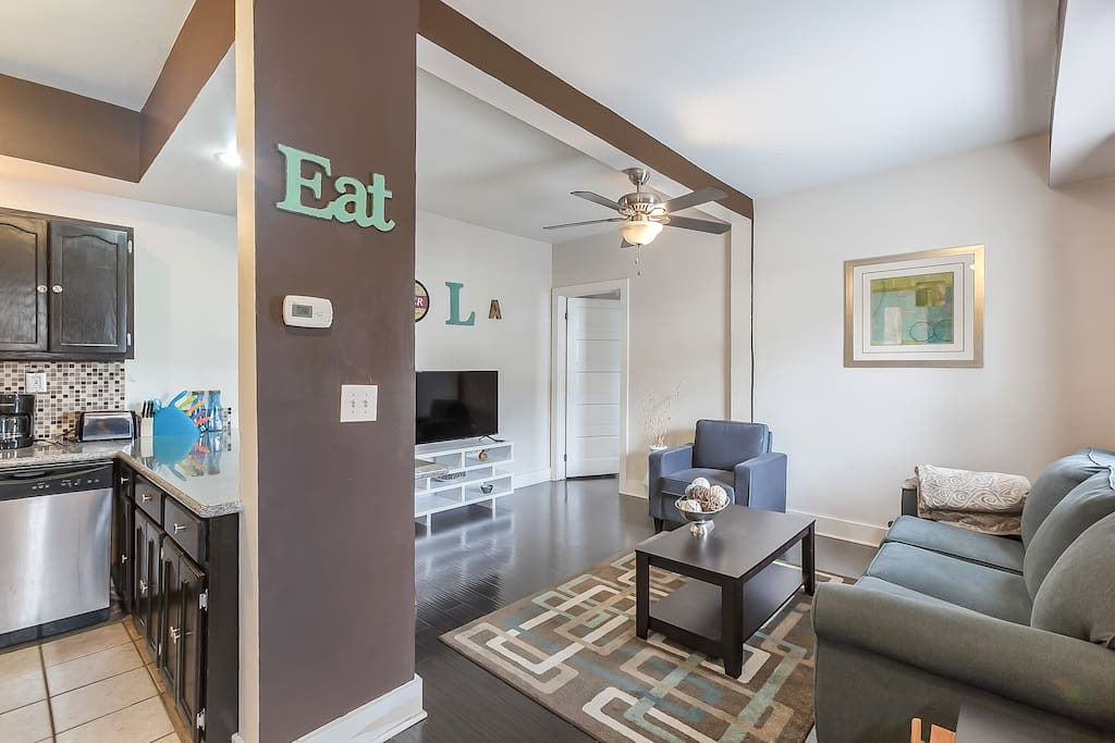 Newly Renovated 1 Bedroom Modern Yet Nola Pool Apartments For Rent In New Orleans