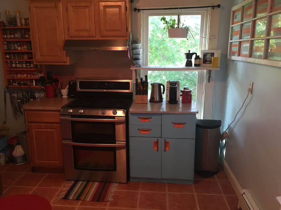Full kitchen including oven and gas stove, verisimo coffee maker, dishwasher, vitamix, juicer, microwave, and all the cooking items you'll need, including spices!
