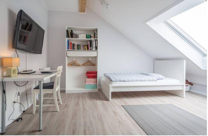 2 Zimmer in Laatzen, Messenähe
