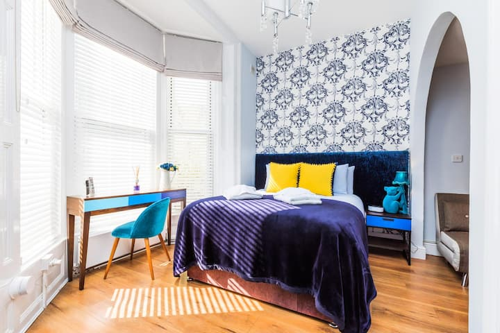 Studio within Hotel by the beach in Southsea