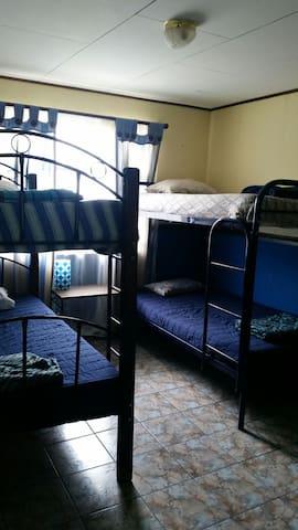 Habitación en ambiente familiar - San Pedro - Bed & Breakfast