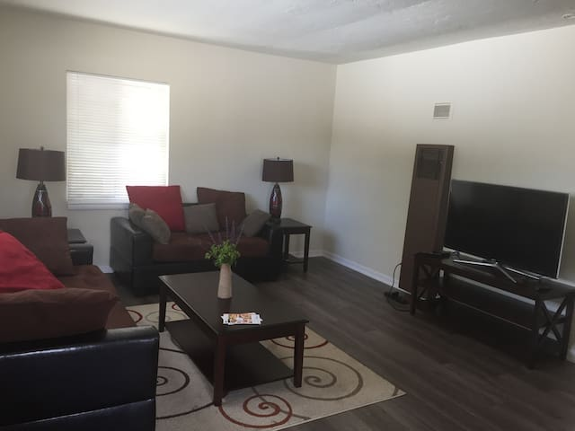 Great Furnished One Bedroom Apartment. - Los Angeles