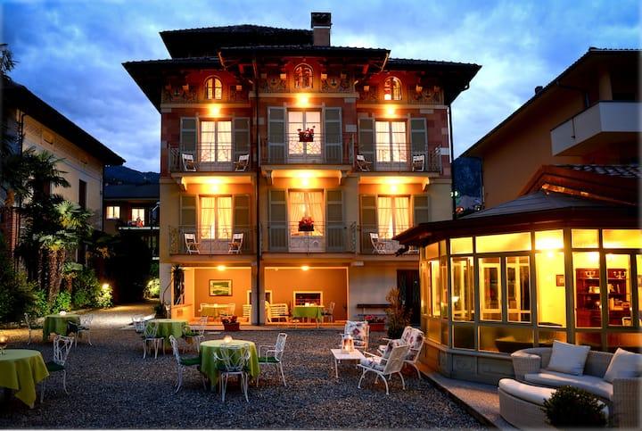 Trilocale con balcone in villa d'epoca