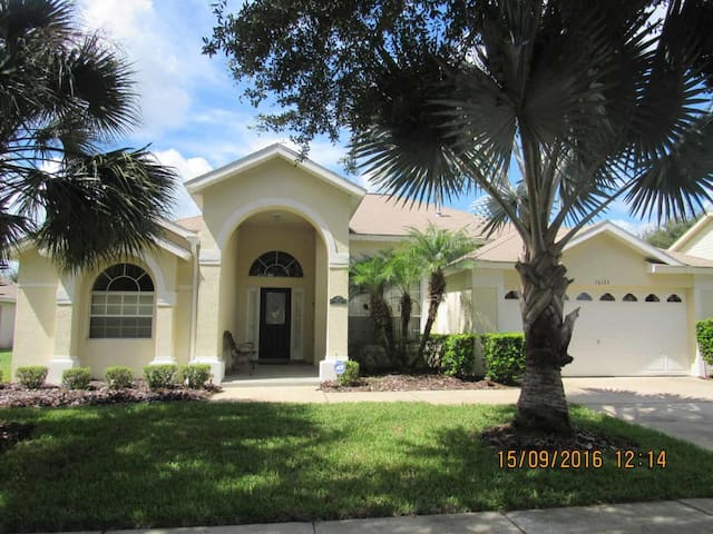 Orange Tree 4/3 pool home property, fully furnished, with full kitchen, and all linens and towels - CLERMONT - Dom
