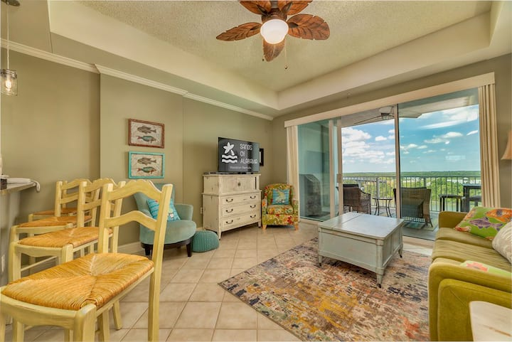 The Wharf 820 Perfect Vacation Destination with Oasis Pool Access!