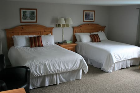 Suite with Jacuzzi and Fireplace - Ogunquit - Boutique-Hotel