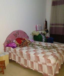一个温馨有车位的卧室只限单身的女生