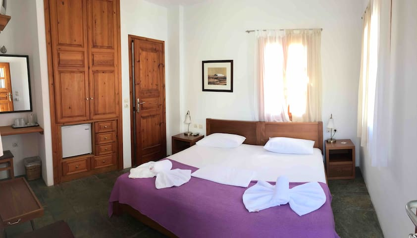 Anthia:cozy small room in the heart of Folegandros