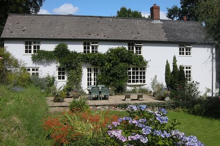 Private Suite in Delightful Devon Farmhouse - Devon - บ้าน