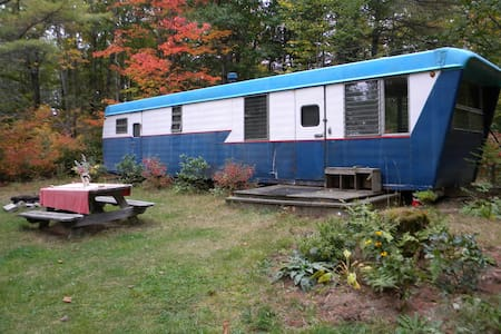 Rustic, cozy vintage Maine trailer - Whitefield - Other