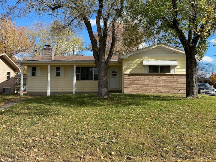 Large home conveniently located in SE Joplin