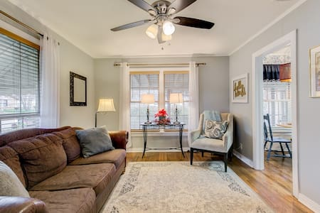 Spacious 2BR + Sleeps 7 + Walk to Historic Square!