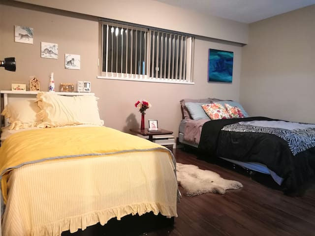 Very Lovely  Spacious Room Near Metrotown! ❤️❤️❤️