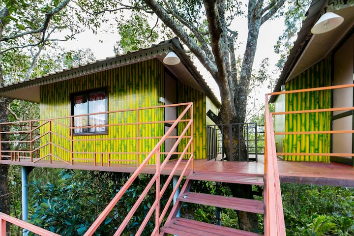 1-bedroom tree house with a stunning view - Suryanelli - Domek na drzewie