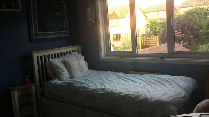 Single Room with Use of Kitchen for own food prep - Harrogate - Hus