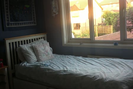Single Room with Use of Kitchen for own food prep - Harrogate - Huis