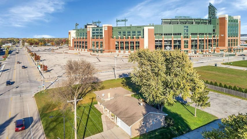 Lambeau's closest neighbor