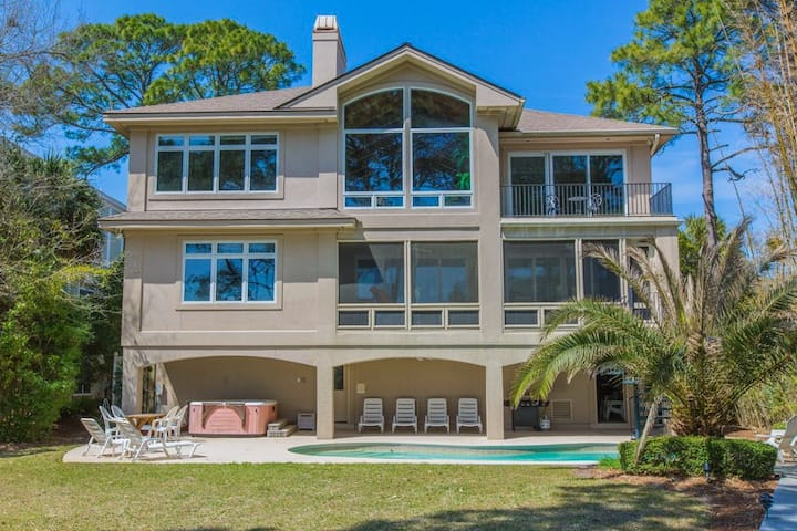 All-Suite Oceanfront Oasis w/ Pool & Hot Tub