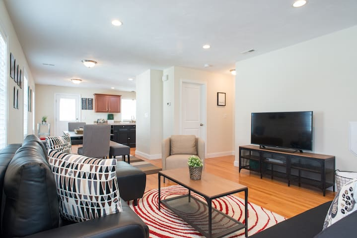 FABULOUS 3BR/2.5B with 3 parking spots!