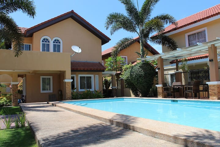 House with the Pool - Your Vacation Paradise! - General Santos City - Casa