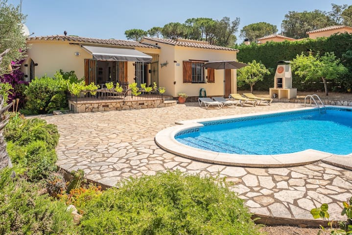 Renovated ground floor house with pool and garden