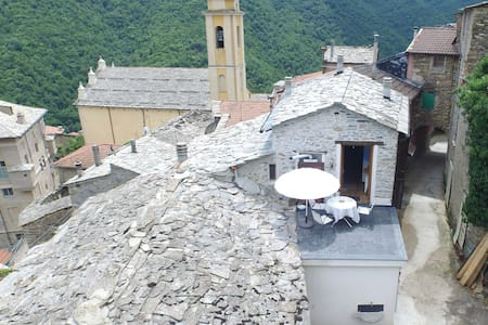 Holiday Home in Rezzo Old Town - Rezzo - Дом