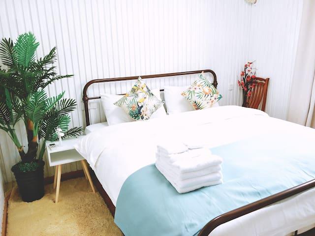 沙漏,2卧室住4人,外滩东方明珠南京东路步行街城隍庙田子坊,1张1.8米大双人大床1张1.5米双人床