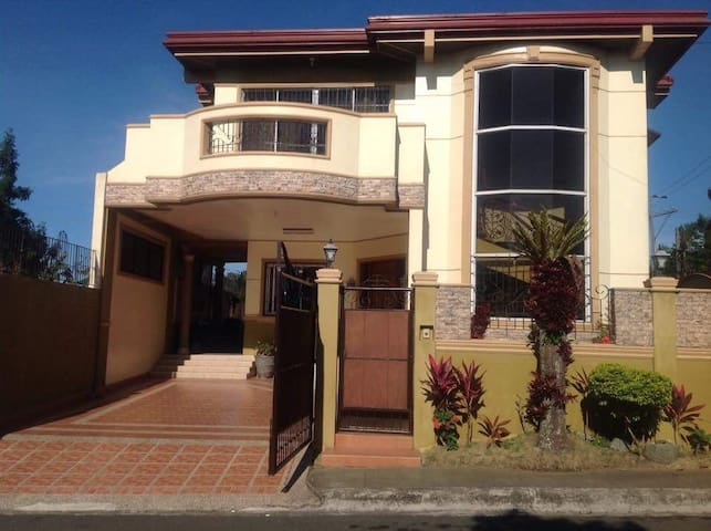 Williams Manor Tagaytay Rest House with WIFI/AC
