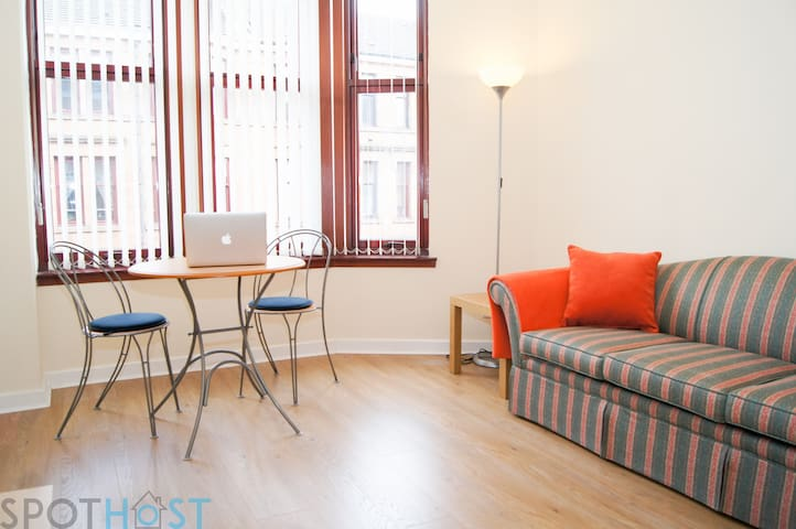 Perfect 1BR Cosy Flat – Prime West End Location