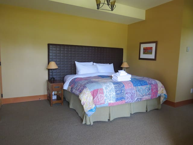Second Master bedroom with king bed option