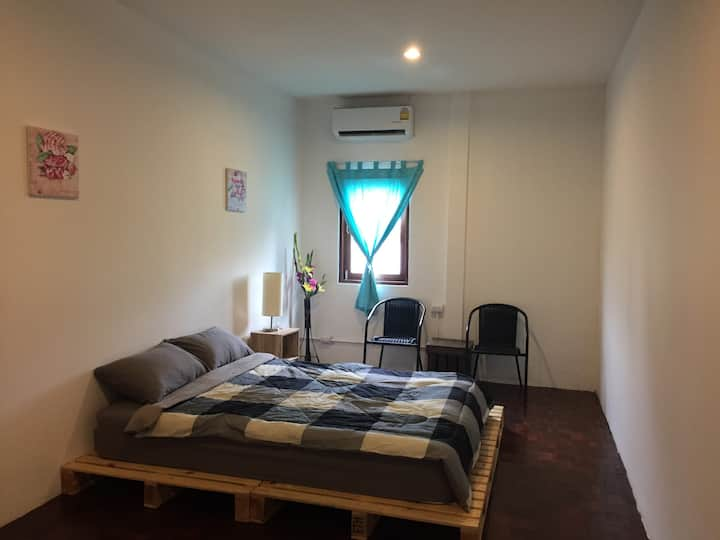 Zee Thai Hostel Khaosan:Private Room Double bed 23