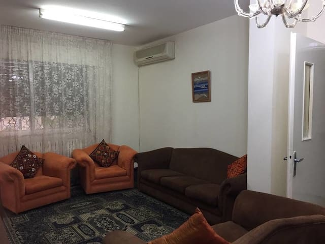 Ground Floor with high unlimited wi-fi and Garden - Jubaiha - Casa