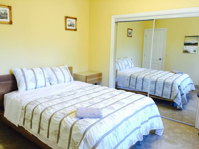 House of Glory / Newly Licensed B&B Room 1