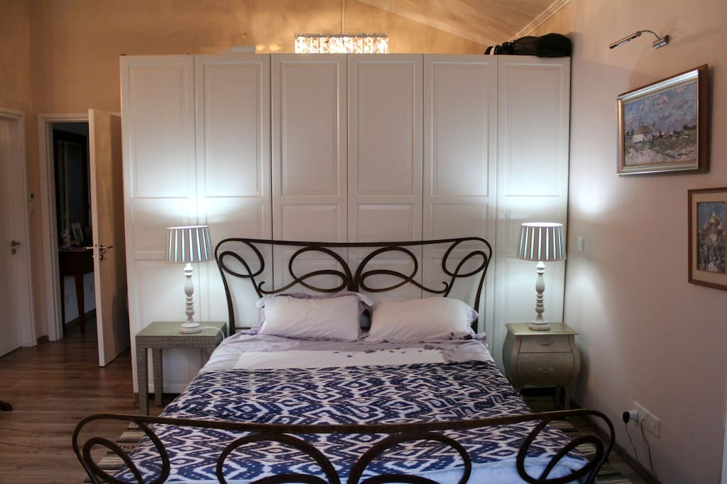 Main bedroom, with walk-in wardrobe and private bathroom