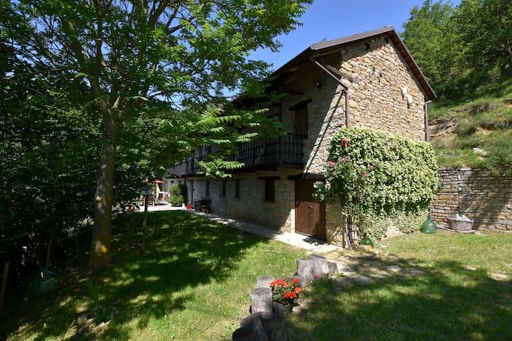 Freistehende Villa mit eigenem Pool in der unberührten Natur in der Nähe einer Weinregion