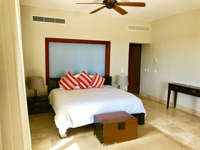 GREAT MASTER BEDROOM WITH WALK IN CLOSET AND PRIVATE BATHROOM