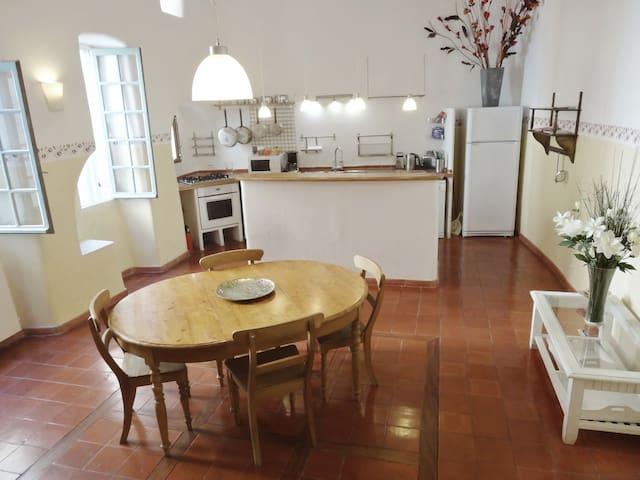 LE LOGIS DU BARON 90 m² en Classe Histoire