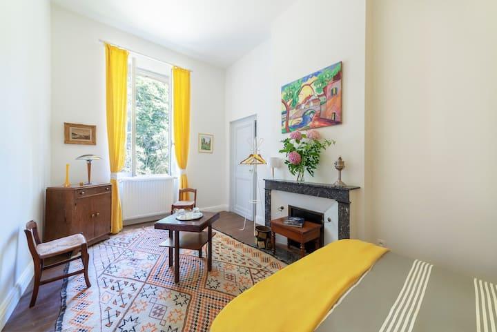 En-suite bedroom near the famous vineyard(Yellow)