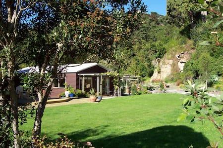 Chalet Leithental urban retreat - Dunedin - 小木屋