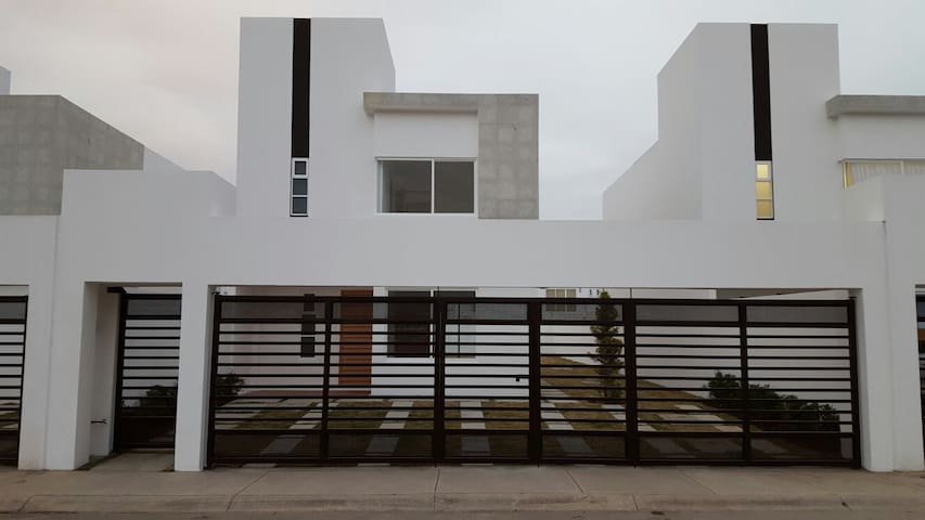 Brand new house 15 mins to Toluca Intl airport - Metepec, México - House