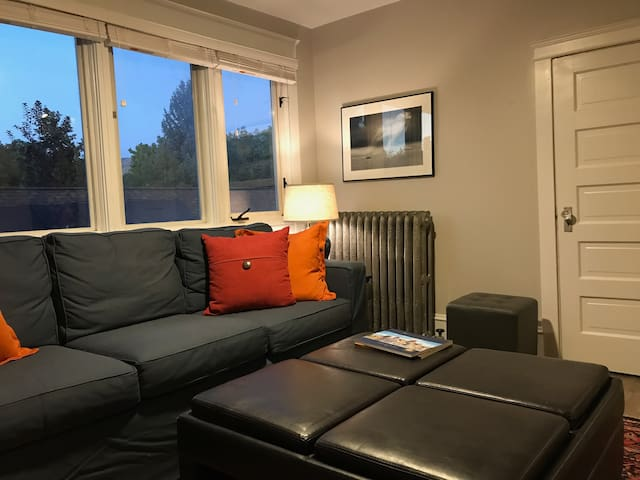 Room In Fantastic Apartment in Fab 9th & 9th
