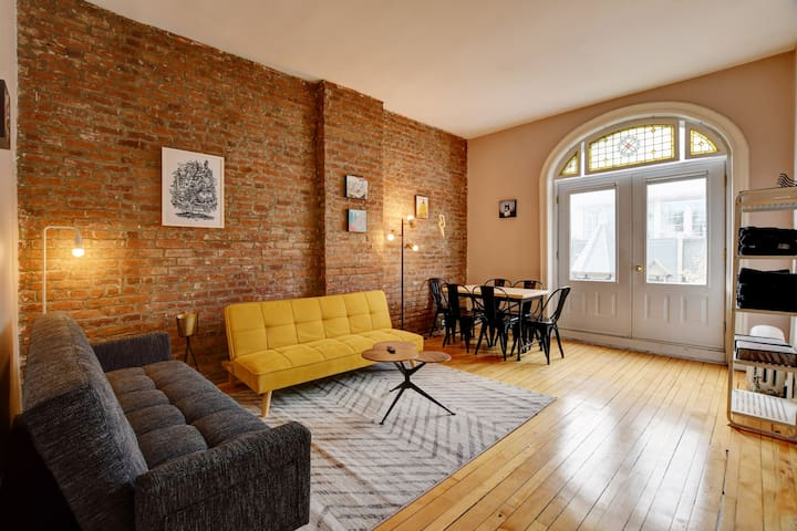 Trendy apt, sleeps 6,in the heart of Dtwn Montreal