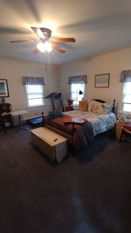 Private Suite 10 min. from Susquehanna; 15 to BU