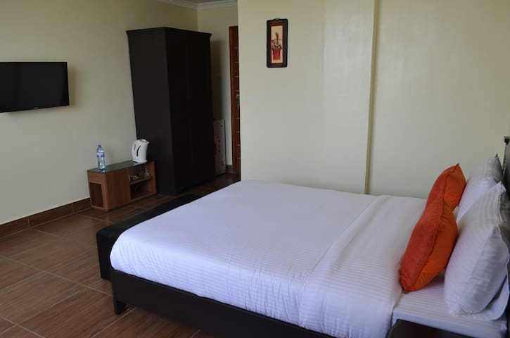 Gigiri Express Hotel - Double Standard Room - Nairobi - Bed & Breakfast