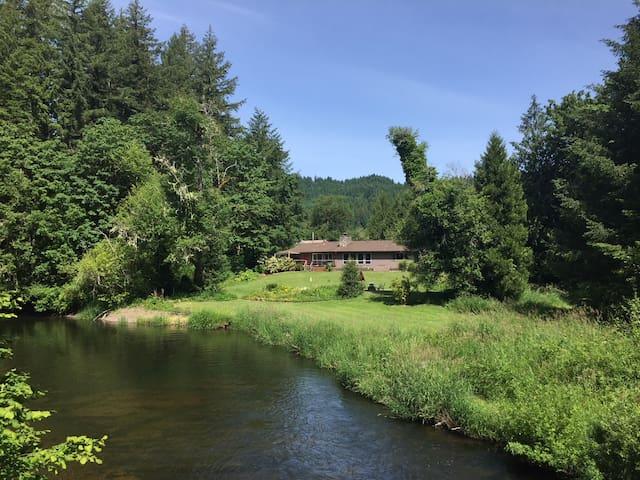 Kingfishers Perch/ Relaxing riverside retreat