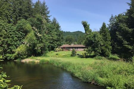 Relaxing riverside retreat / North Fork Alsea
